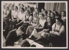 Bei einer D.V.V. Kundgeb. : Mädel-Führerinnen (G. Prietz)