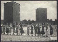 Deutsche Jugend aus Lodsch am Tannenbergdenkmal