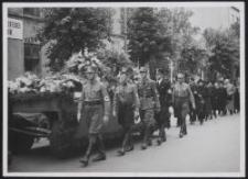 Ehrengeleit am Sarge des von den Polen ermordeten Dr. Patzer, Litzmannstadt am 24. August 1940