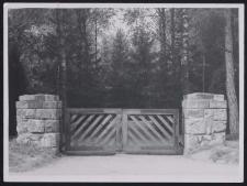 Eingang zum Soldatenfriedhof Pabianice