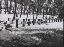 Gräberberg 1941 : Grabkreuzreihe im Winter