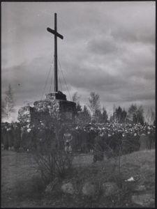 Gräberberg : Totenfeier, Gesamtansicht