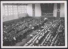 Kundgebung in der Sporthalle u. d. Befreiung