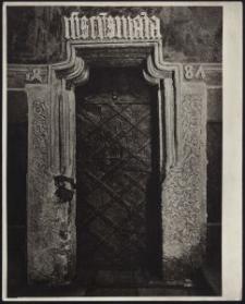 [Fotografia gotyckiego portalu kolegiaty w Tumie]